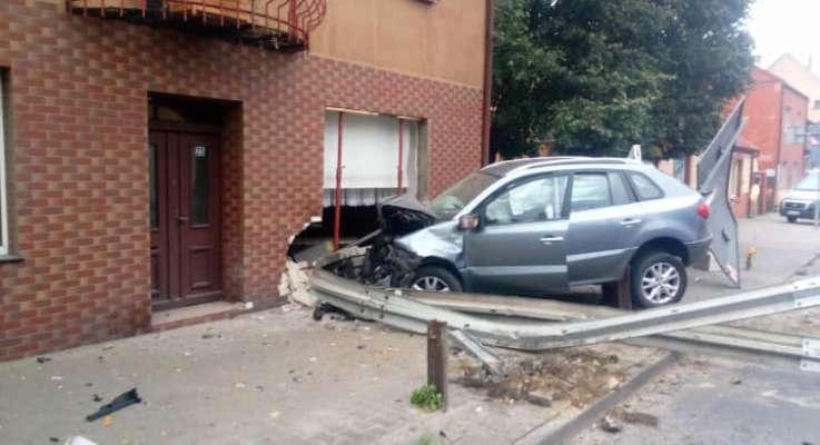 У Польщі українець на машині протаранив будинок
