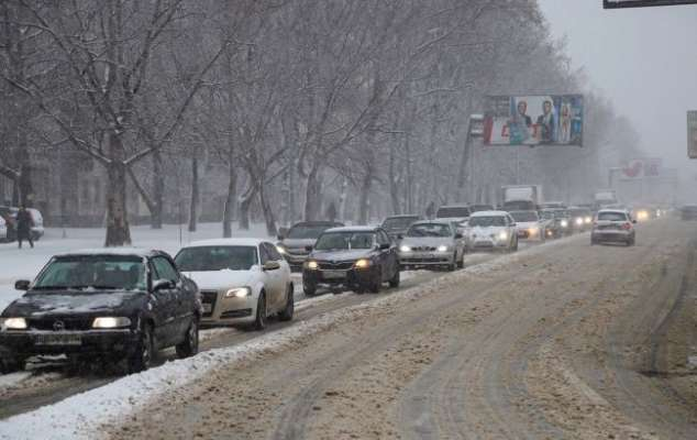 Непогода в Одесі: сильний снігопад паралізував місто. Відео