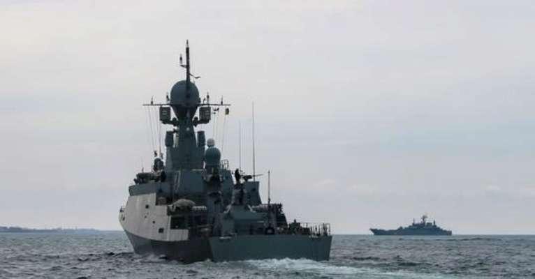 Очередные провокации: корабли РФ приблизились к украинским в Черном море