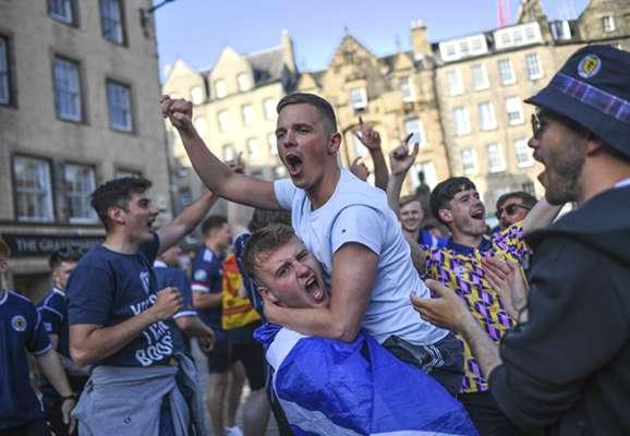 Тартанова армія. Як фанати Шотландії заполонили вулиці Лондона (ФОТО)