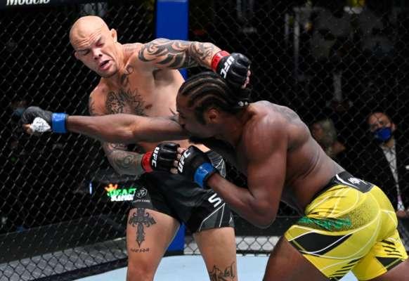 Смит победил Спанна в главном бою UFC Fight Night 192