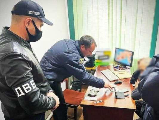 В Днепропетровской области подозреваемый в распространении наркотиков хотел подкупить полицейского