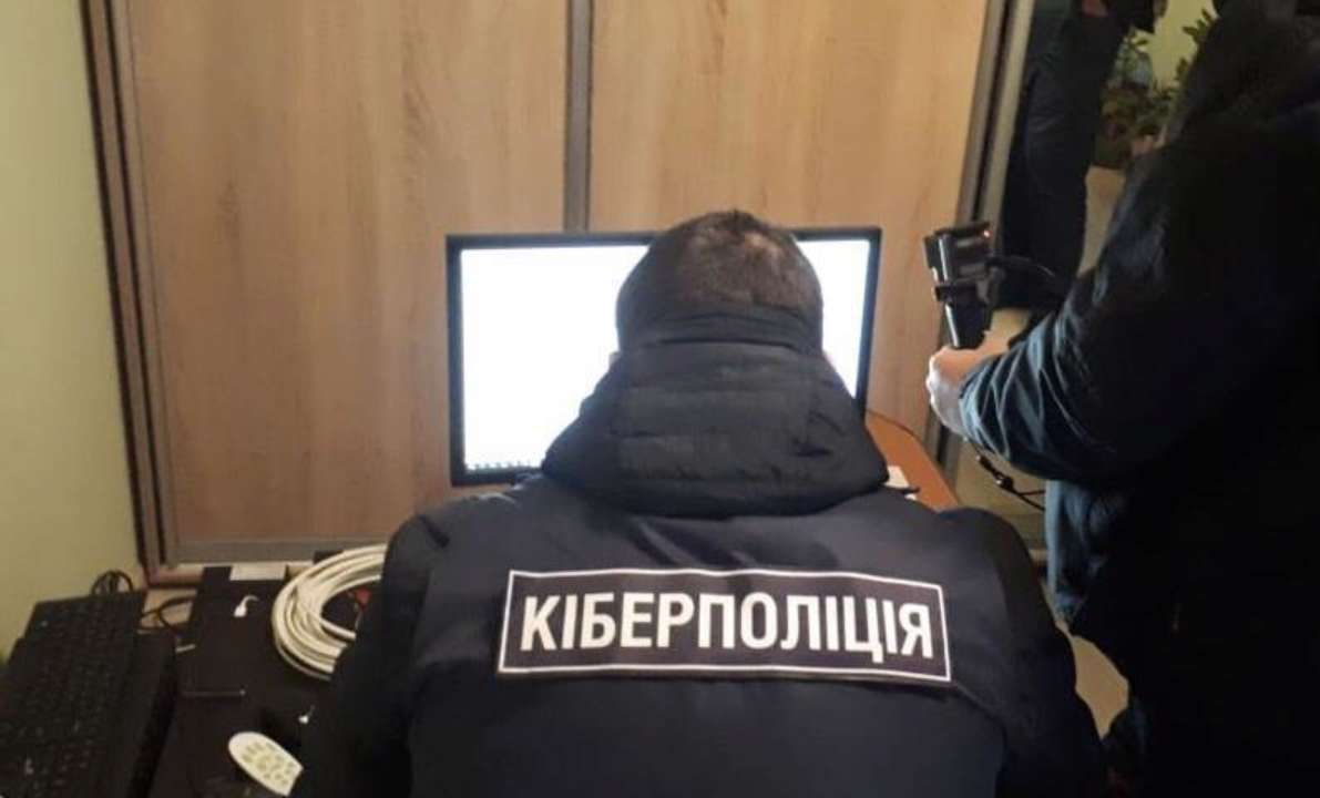 Киберполицийские вымогали 150 тысяч гривен у предпринимателя