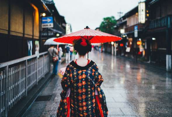 В Японії жінка переслідувала поліцейського після того, як він затримав її за інше переслідування