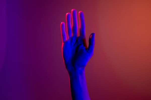 В Японии мобильный оператор создает приложение, которое будет переводить язык жестов