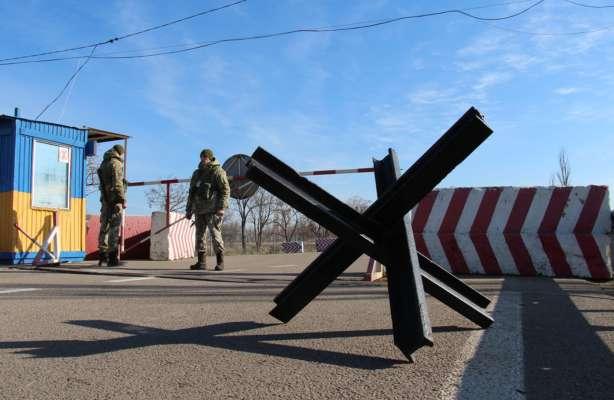 Через блокпост на Донбасі проривалося авто: водій застрелений