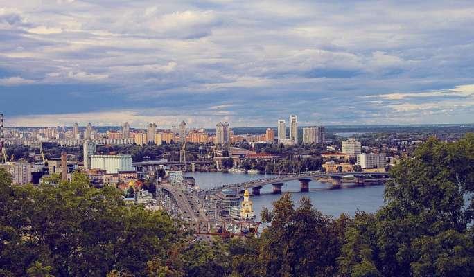 Затори будуть не лише на дорогах, а й у повітрі: художник показав Київ у 2077 році