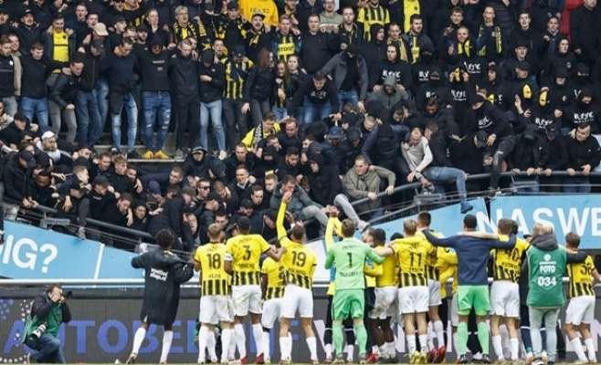 В Нидерландах ярые футбольные болельщики обрушили трибуну