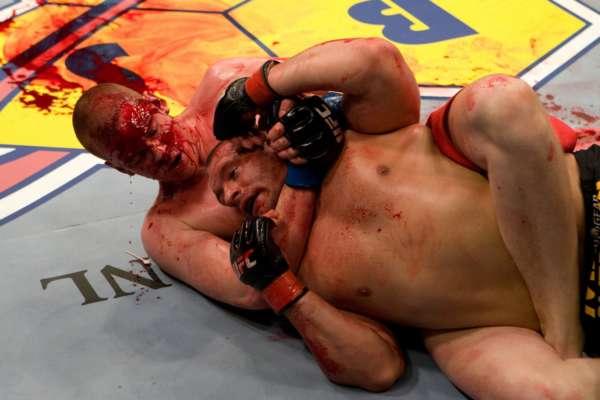 5 самых кровавых боев в истории тяжелого веса UFC