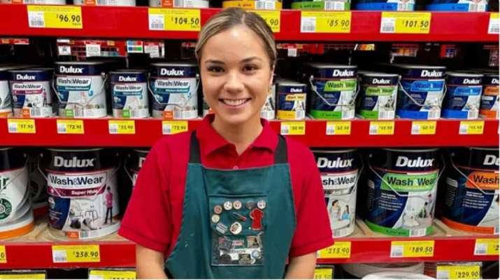 Жительница Австралии покинула университет ради работы в магазине бытовых товаров