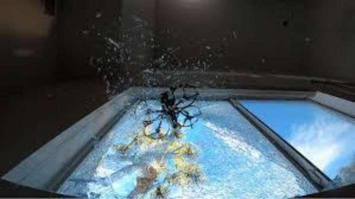 В США представили дрон, который разбивает окна и проникает в помещения