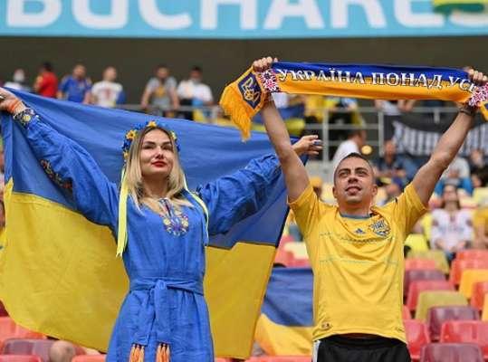 Депутат Держдуми хоче, щоб УЄФА заборонив українським уболівальникам ходити на матчі Євро