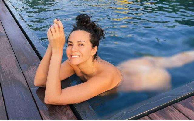 Розкішний відпочинок: Настя Каменських прокотилася на яхті в купальнику