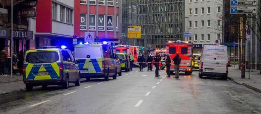 Во Франкфурте мужчина с ножом ранил несколько человек