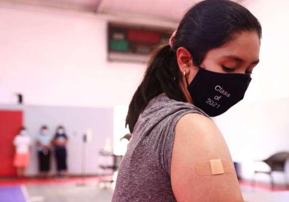 Девушка получила вакцину от коронавируса