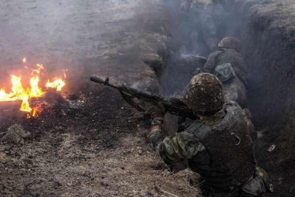 В Луганской области ранили военного