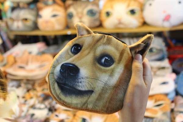 Мем с взволнованной собакой продали на аукционе за более чем 4 миллиона долларов