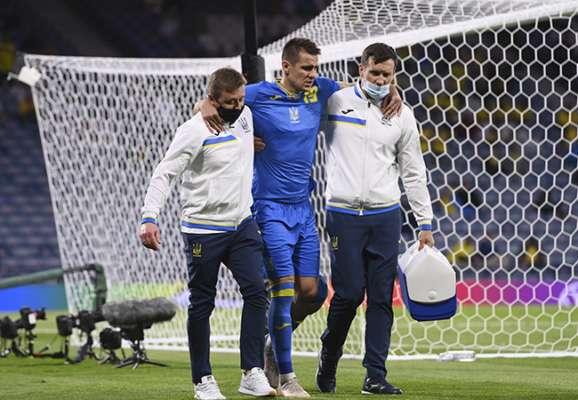 На жаль, все ще на милицях. Бесєдін прийшов підтримати збірну України (ФОТО)