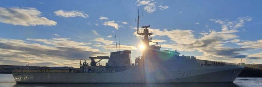 Корабль британского флота вошел в Черноморскую акваторию