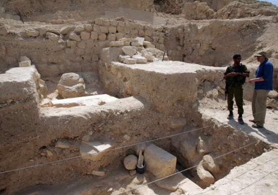 Вчені виявили в Єгипті давні поховання в скелі