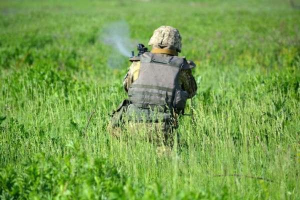 Окупанти на сході поранили українського військового