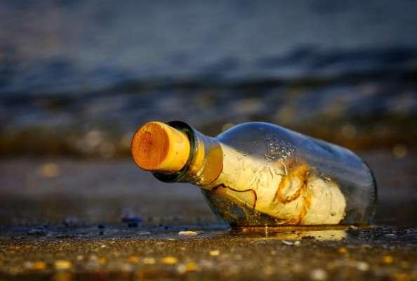 женщина нашла письмо в бутылке и разыскала семью отправителя