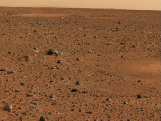"""Китай показав знімки, як марсохід """"Журонг"""" сідав із парашутом на Марс"""