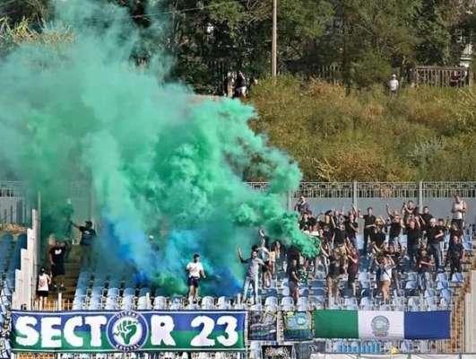 Фанати Кристала вибігли на поле в гостьовій грі з Миколаєвом. фото