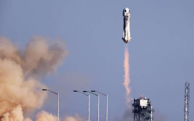Із зіркою серіалу: Blue Origin вдруге відправила у космос туристів