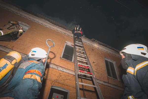 Пожежа в житловому будинку Києва забрала життя двох людей