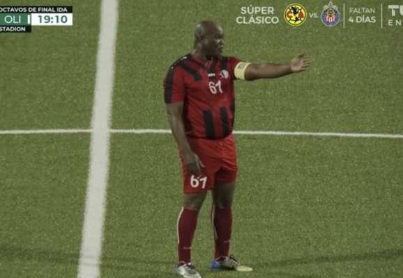 Дичина дня. 59-річний віце-президент Сурінаму зіграв за свій клуб в Лізі КОНКАКАФ (ВІДЕО)