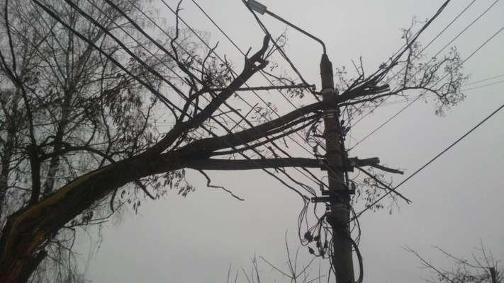 Кінець світу: в Україні без електрики понад 100 населених пунктів