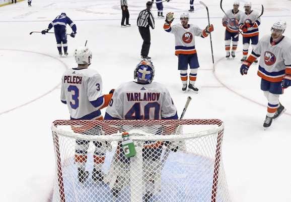 НХЛ. Айлендерс виграли перший півфінал у Тампи-Бей