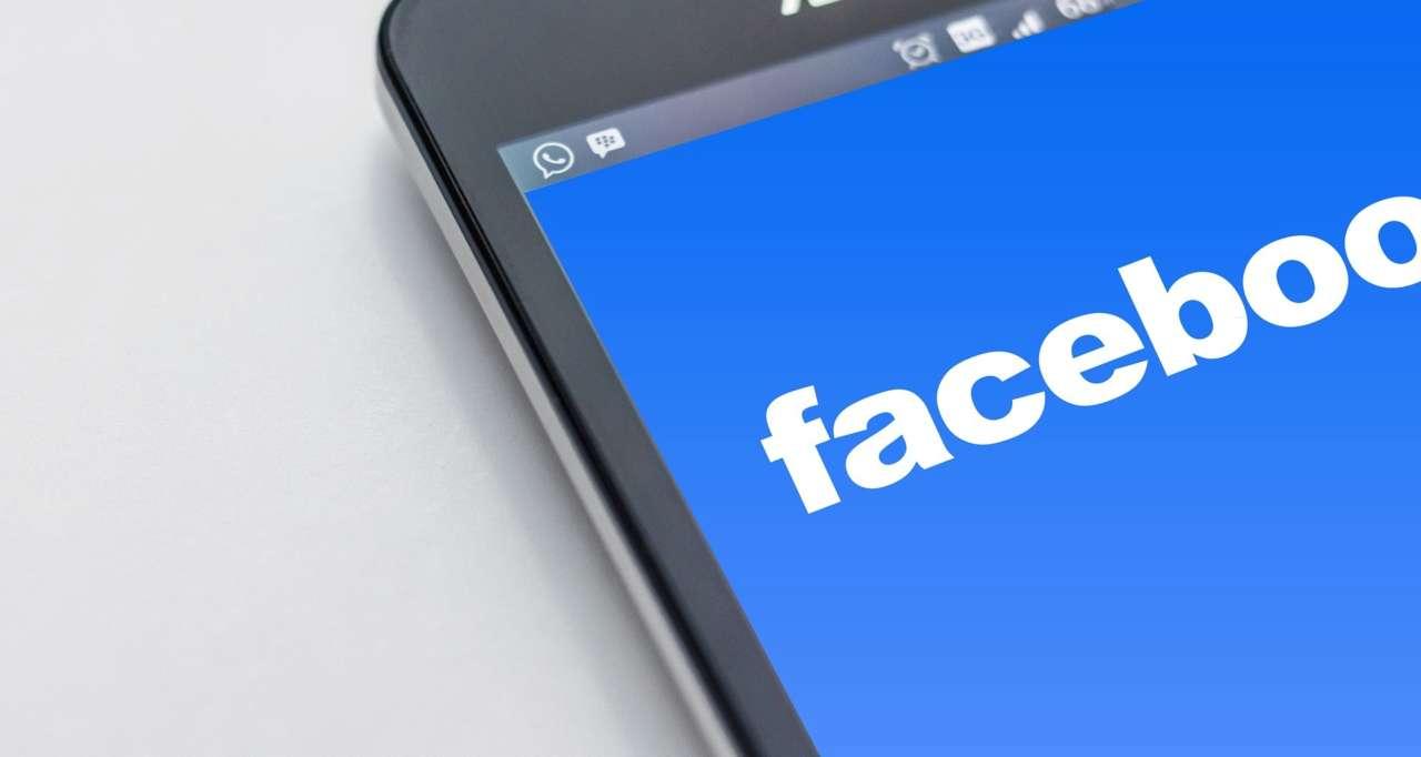 Facebook почне позначати сатиричні сторінки в соцмережі