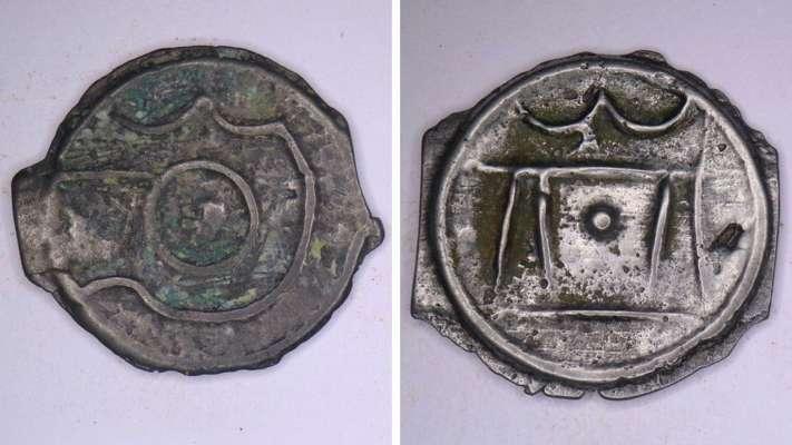 В Лондоне буря вымыла с земли редкие монеты