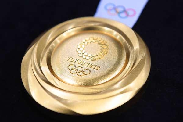 В Японії мер зіпсував зубами золоту медаль олімпійської чемпіонки