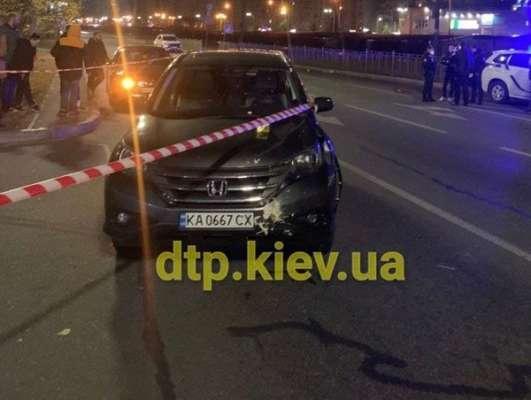 Тело отлетело на 20 метров. В Киеве пьяный водитель сбил молодого парня