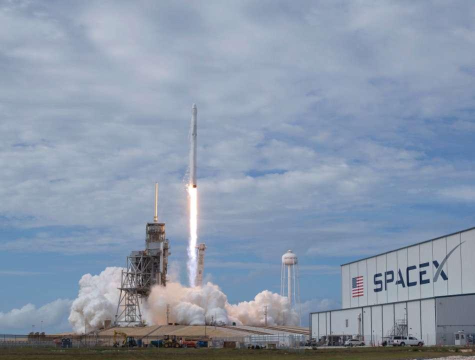 SpaceX приостановило работу по созданию лунного модуля из-за жалоб конкурентов