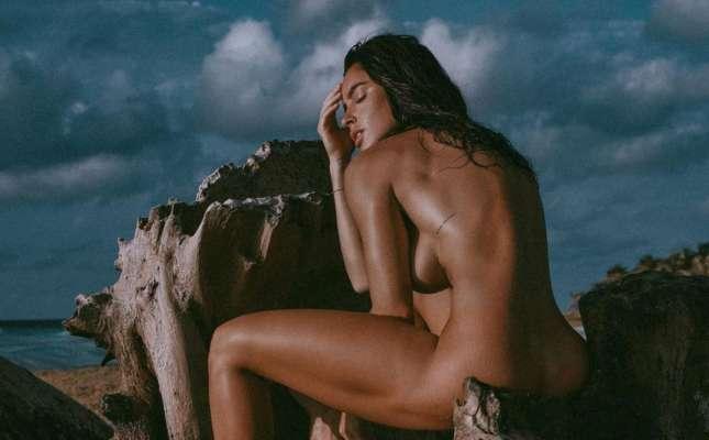Гола Люсія Яворчекова показала, як приймає душ. Фото
