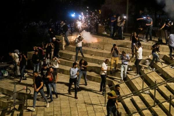Третій день в Єрусалимі не припиняються зіткнення палестинців з ізраїльською поліцією