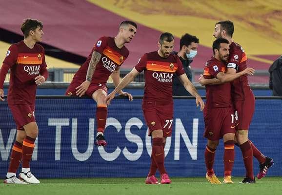 Рим сегодня желто-красный. Рома обыграла Лацио в дерби