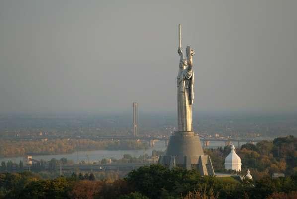 Варто одягати респіратор: Київ потрапив у десятку міст із найбруднішим повітрям у світі