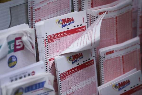 У США чоловік в одному магазині тричі купив виграшний лотерейний білет