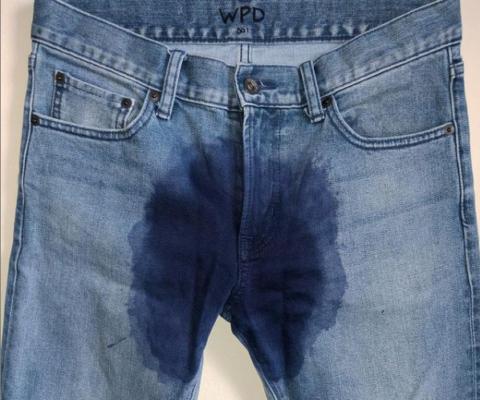 американский бренд выпустил джинсы с принтом в виде мокрого пятна