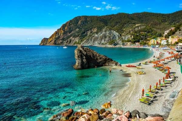 В Италии задержали туристов, которые пытались вывезти песок и ракушки