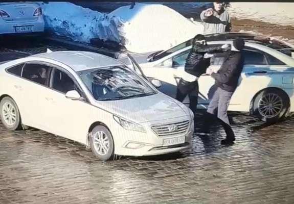 Водителя, который ударом в голову убил пешехода, взяли под арест