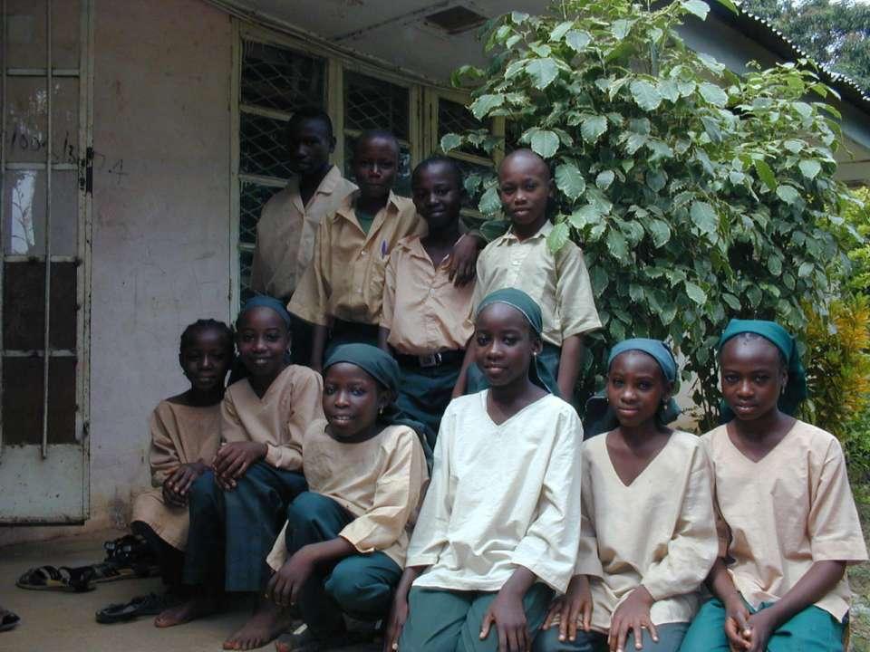 В Нигерии боевики похитили 300 школьниц