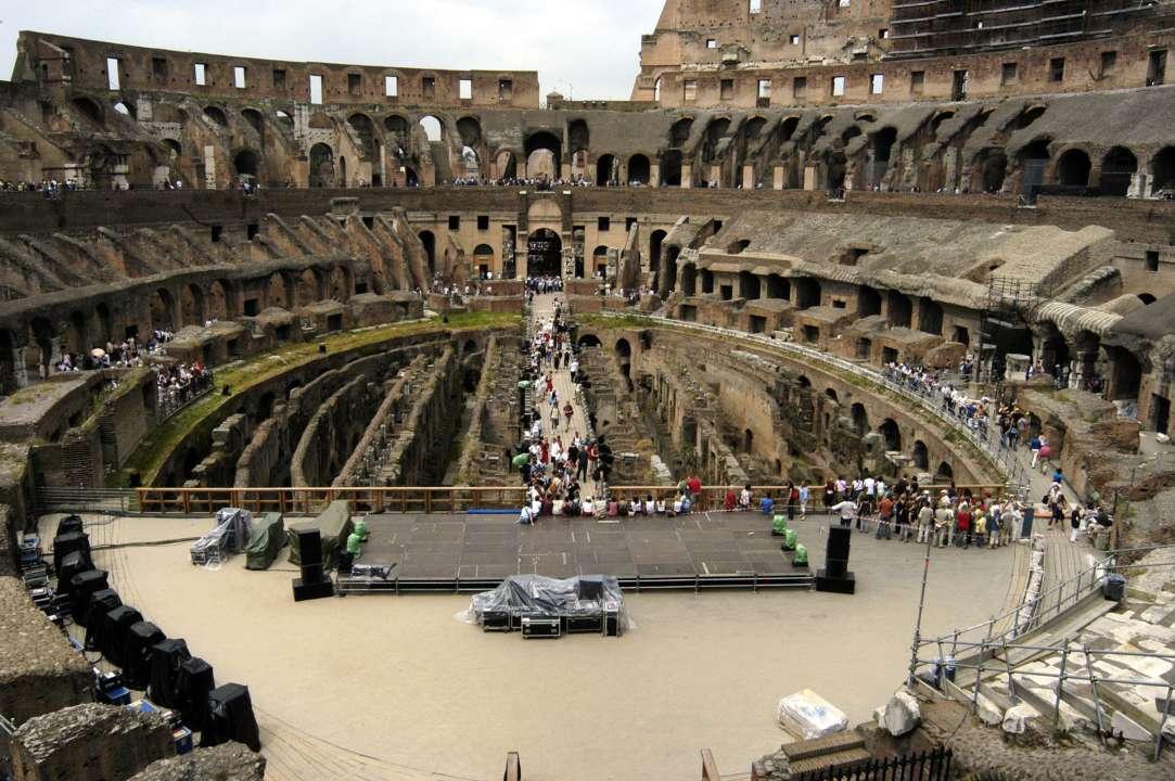Сцена всередині Колізею