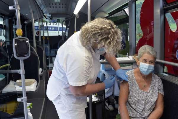 Первая в Европе: Италия вводит обязательную вакцинацию для всех профессий