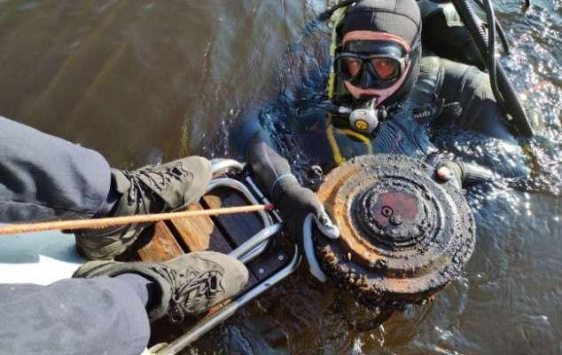 Водолазы-саперы изъяли в Гидропарке противотанковую мину